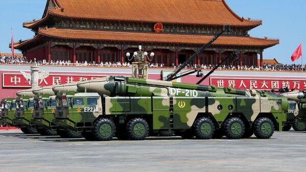 Kineski kopneni raketni sistemi sa protivraketnim balističkim raketama Donfeng 21 - Sputnik Srbija