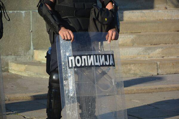 Pripadnik MUP-a za razbijanje demonstracija - Sputnik Srbija