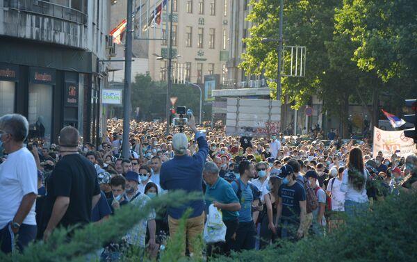 Demonstranti idu Trgom Nikole Pašića ka Skupštini Srbije - Sputnik Srbija