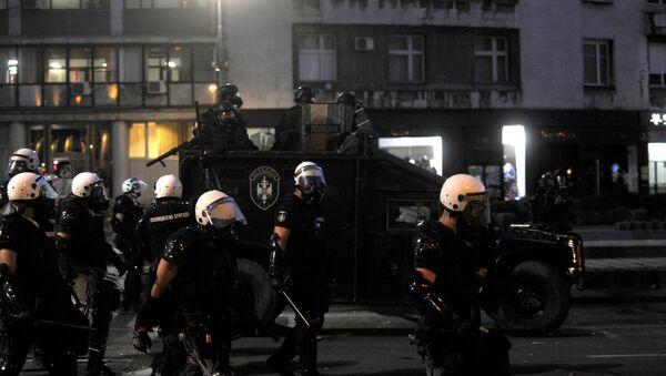 Pripadnici policije na ulicama Beograda tokom protesta - Sputnik Srbija