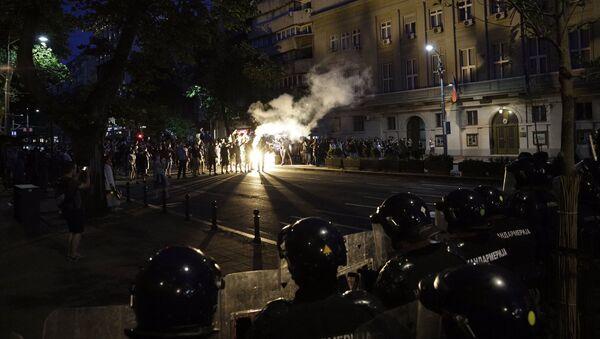 Okršaj demonstranata i policije u Bulevaru kralja Aleksandra - Sputnik Srbija