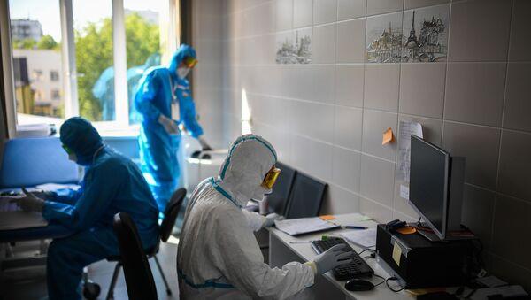 Лекари у болници за лечење вируса корона, ковид 19 - Sputnik Србија