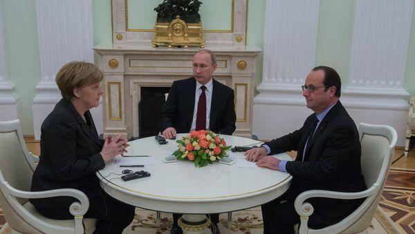 Путин, Оланд и Меркелова настављају преговоре у Кремљу - Sputnik Србија