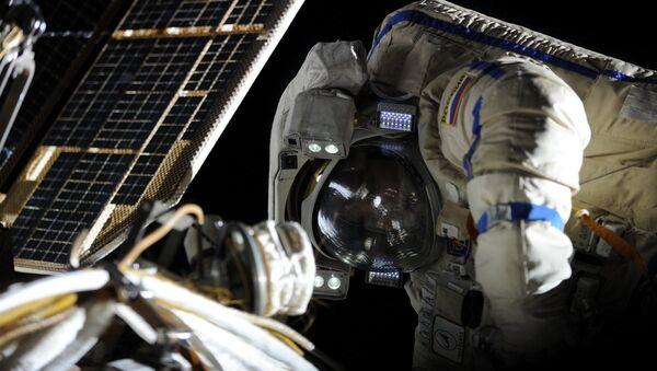 Izlazak ruskog kosmonauta u otvoreni svemir sa Međunarodne svemirske stanice - Sputnik Srbija