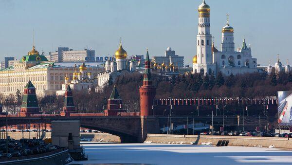 Поглед на зид Кремљ и залеђену реку - Москва - Sputnik Србија