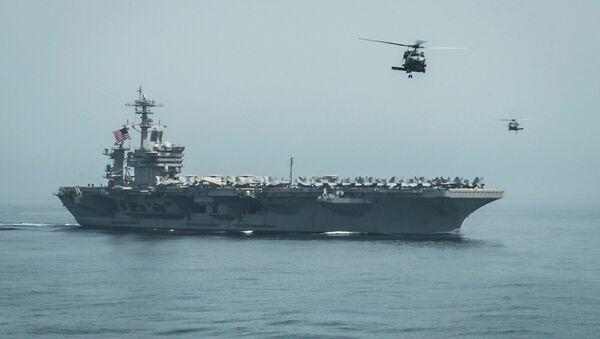 Helikopteri leti iznad američkog nosača aviona blizu Jemena - Sputnik Srbija