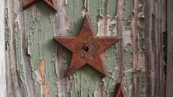 Zarđala zvezda na ogradi - Sputnik Srbija