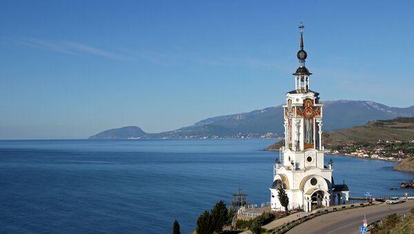 Поглед са цркве-светионика у селу Малореченскоје на Криму - Sputnik Србија