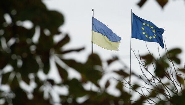 Zastave EU i Ukrajine - Sputnik Srbija
