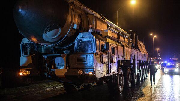 Ruski mobilni interkontinentalni projektil Topolj - Sputnik Srbija