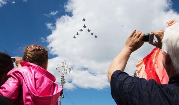 Fotografije koje oduzimaju dah: Pripreme ruske avijacije za Dan pobede - Sputnik Srbija