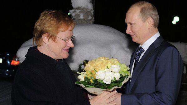Бивша председница Финске Тарја Халонен и руски председник Владимир Путин - Sputnik Србија