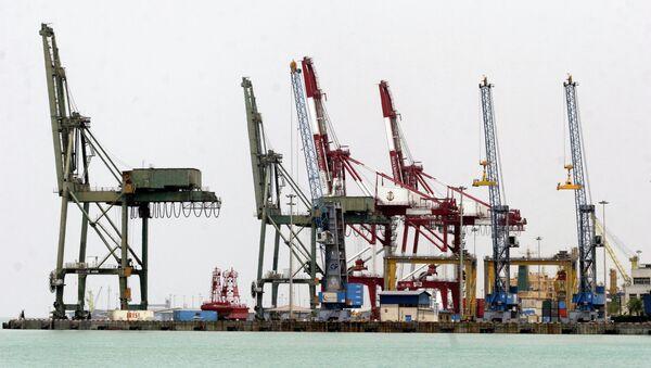 Нафтна платформа у иранској луци у Персијском заливу, 900 километара јужно од Техерана. - Sputnik Србија