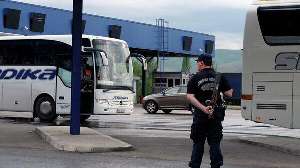 Srpska granična policija u Preševu na graničnom prelazu između Srbije i Makedonije - Sputnik Srbija