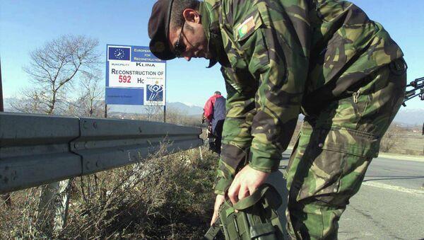 Pripadnik KFOR-a na uluzu u Klinu-Kosovo - Sputnik Srbija