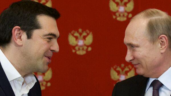 Ruski predsednik Vladimir Putin, i grčki premijer Aleksis Cipras  tokom ceremonije potpisivanja u Kremlju - Sputnik Srbija