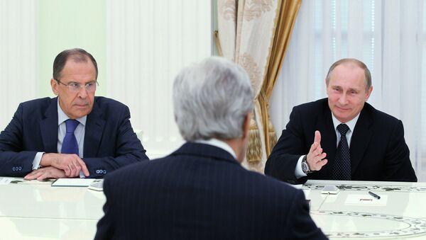 Vladimir Putin, Sergej Lavrov i Džon Keri u Kremlju - Sputnik Srbija