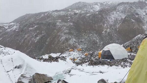 Лавина на Монт Евересту - Sputnik Србија