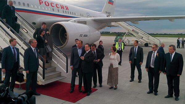 Sergej Lavrov doputovao u Beograd.Sačakali ga Ivica Dačić i ambasdor Rusije u Srbije Aleksandar Čepurin - Sputnik Srbija