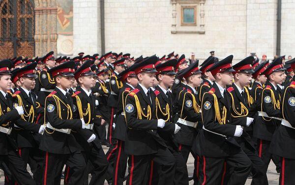 Ceremonija primanja u kadete pitomaca Prvog moskovskog kadetskog korpusa na Sabornom trgu moskovskog Kremlja - Sputnik Srbija
