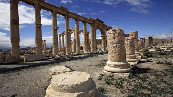 Antički grad Palmira u centralnom delu Sirije, 215 kilometara udaljen od Damaska. Nalazi se pod zaštitom Uneska. - Sputnik Srbija