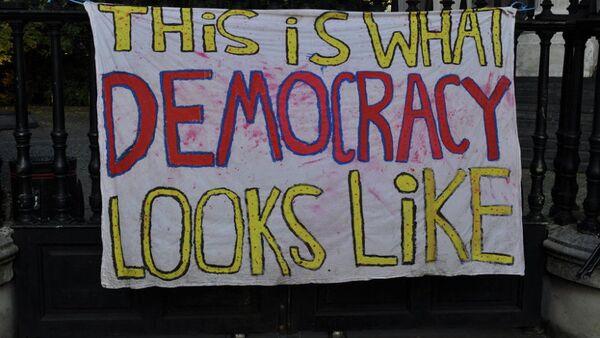 """Amerika """"promoviše"""" demokratiju u Rusiji - Sputnik Srbija"""