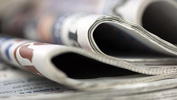 Zakon o javnom informisanju predviđa da privatizacija medija mora biti završena najkasnije do 1. jula 2015. godine. U suprotnom, zaposlenima će biti ponuđene besplatne akcije. Ako zaposleni odbiju da preuzmu akcije, mediji se gase odnosno brišu iz registra. Od 1. jula takođe je zabranjeno budžetsko finansiranje medija umesto koga se uvodi projektno sufinansiranje. - Sputnik Srbija