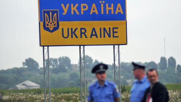 Tabla Ukrajina na graničnom prelazu sa Poljskom - Sputnik Srbija