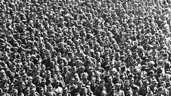 U julu 1944. godine Staljin je organozovao Paradu pobeđenih. Crvenim trgom prošle su desetine hiljada nemačkih zarobljenika - Sputnik Srbija