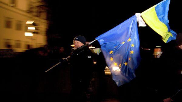Zastave Ukrajine i EU - Sputnik Srbija