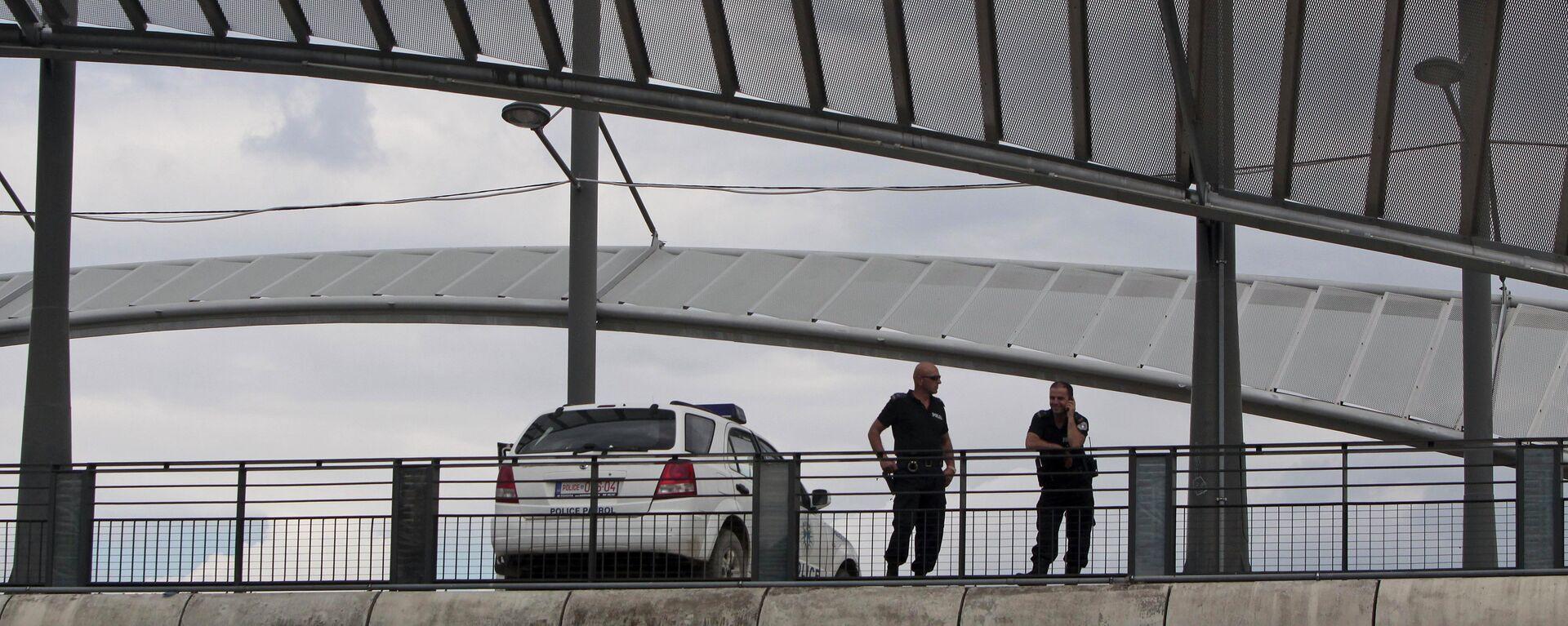 Припадници косовске полиције на мосту у Косовској Митровици - Sputnik Србија, 1920, 27.09.2021