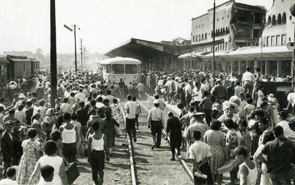 Evakuacija iz Skoplja vozom posle razornog zemljotresa 1963. godine - Sputnik Srbija