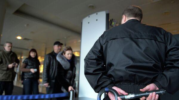 Checking passengers and luggage at Sheremetyevo airport - Sputnik Србија