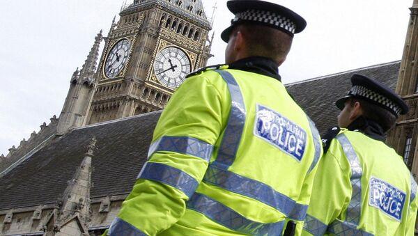Полицајци патролирају поред  зграде парламента у Лондону. - Sputnik Србија