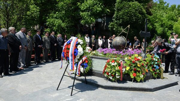 Polaganje venaca civilnim žrtvama u Varvarinu nastradalim u NATO agresiji 1999.godine - Sputnik Srbija