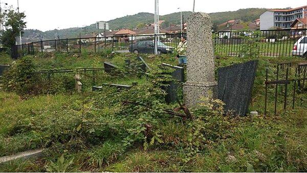 Хришћанско гробље у јужном делу Косовске Митровице - Sputnik Србија