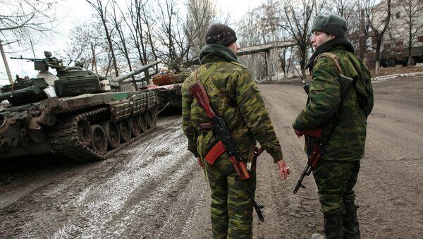 Povlačenje teškog naoružanja sa istoka Ukrajine - Sputnik Srbija