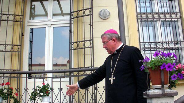 Важно је да постоји један морални ауторитет, неко ко једноставно носи у свом срцу, у свом разуму, бригу за читаво човечанство. Логично је да су се развијале аутокефалне цркве, али ви треба да знате да и те цркве имају неку повезаност, иначе не би могле бити праве цркве, уколико међу њима нема јединства - Sputnik Србија