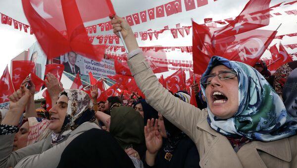 Ердоган жели да освоји 367 од 550 посланичких места, јер му је ова двотрећинска већина потребна за промену Устава - Sputnik Србија