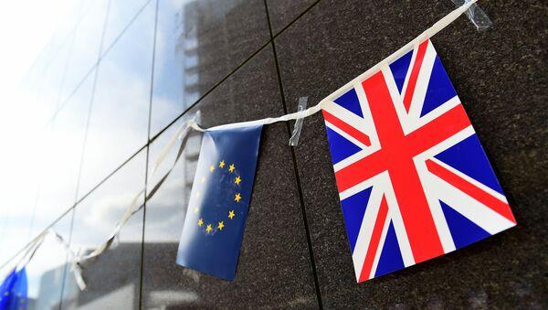Zastavice EU i Velike Britanije - Sputnik Srbija