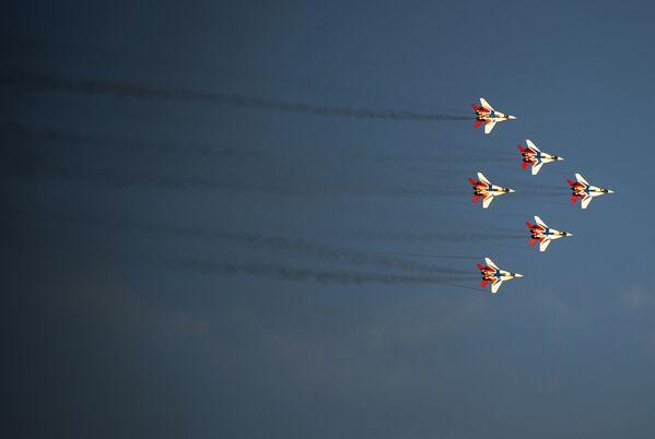 """Avioni MiG-29 tokom programa Međunarodnog vojno-tehničkog foruma """"Armija 2015"""" - Sputnik Srbija"""