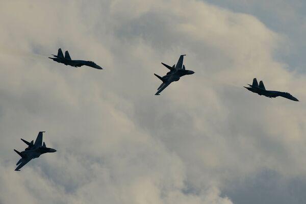 """Avioni Su-34 tokom programa Međunarodnog vojno-tehničkog foruma """"Armija 2015"""" - Sputnik Srbija"""