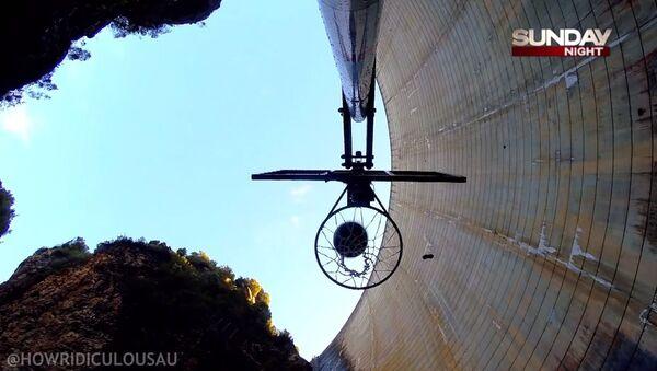WORLD RECORD Basketball Shot 126.5m (415 ft) - Sputnik Србија