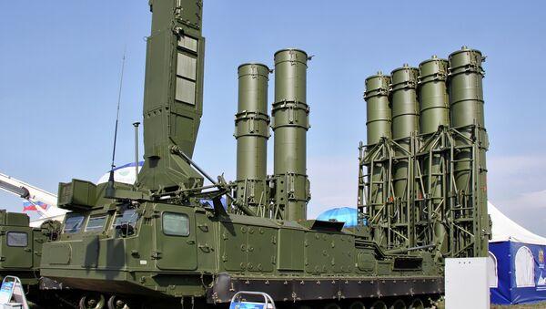 Против-авионски одбрамбени ракетни сисетм С-300ВМ - Sputnik Србија