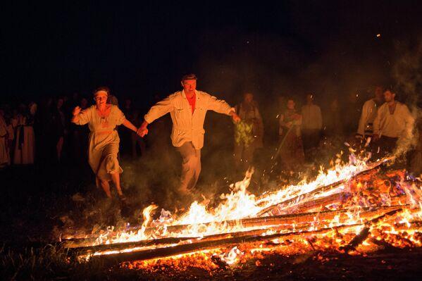 Učesnici praznika letnjeg Suncostaja u selu Okunjevo - Sputnik Srbija
