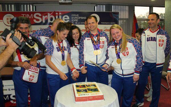 Шампиони из Бакуа секу торту - Sputnik Србија