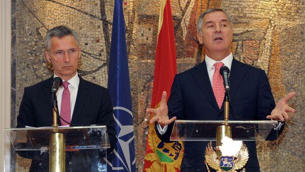 Genrelni sekreter NATO-a Jens Stoltenberg i Milo Đukanović - Sputnik Srbija