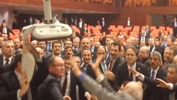 Туча у Парламенту Турске - Sputnik Србија