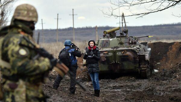 Новинари у рату - Sputnik Србија