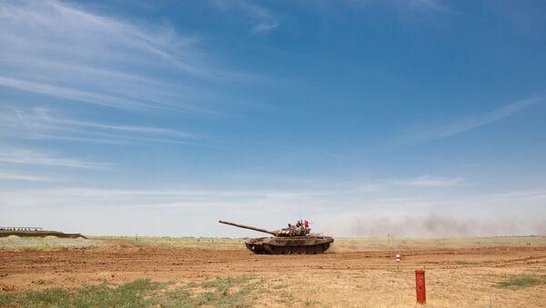 Тенк Т-72Б3 на затварању војног такмичења у тенковском биатлону у Волгограду. - Sputnik Србија